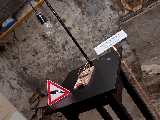kunstinstallatie 'niets is sneller dan het licht?'